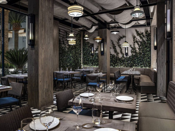 Bobby Flay opens Shark at the Palms