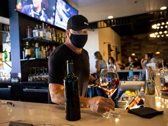 Not so fast: Officials say Las Vegas restaurants can't reopen bars